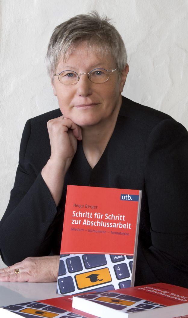 Autorin und Lektorin Helga Berger mit ihrem Studienratgeber